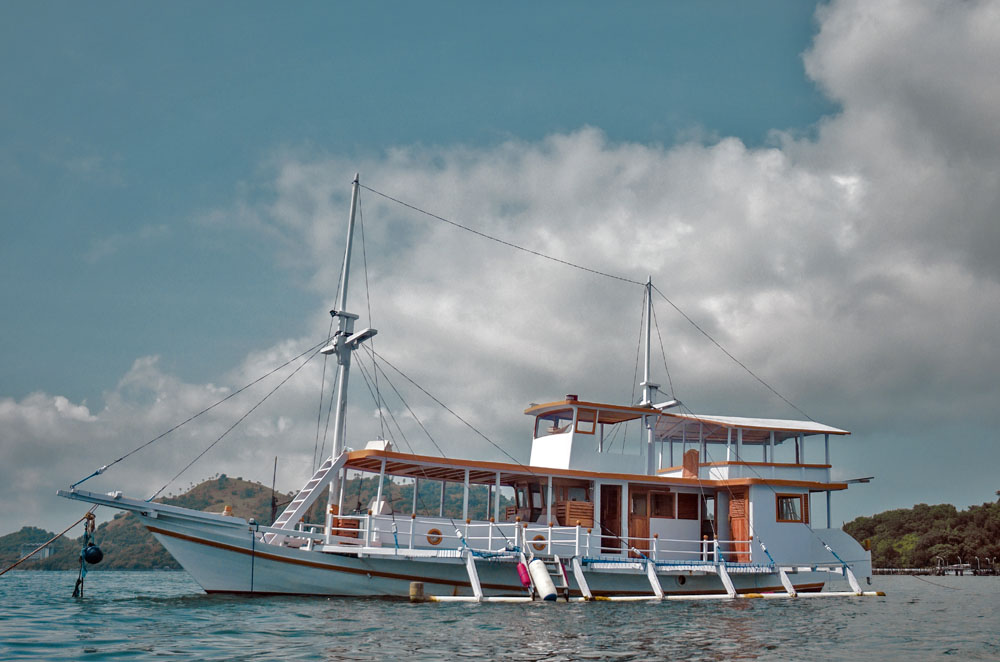 sailing phinisi komodo